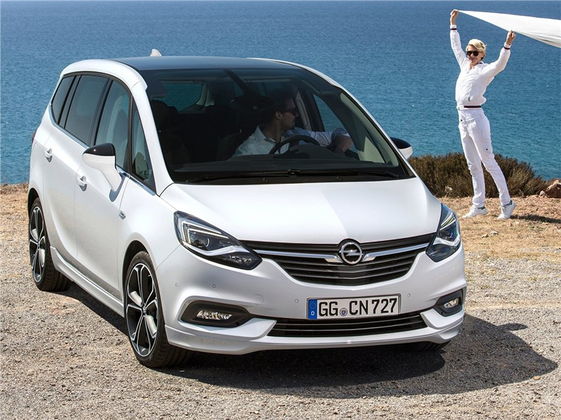 Opel Zafira 2017 вид спереди