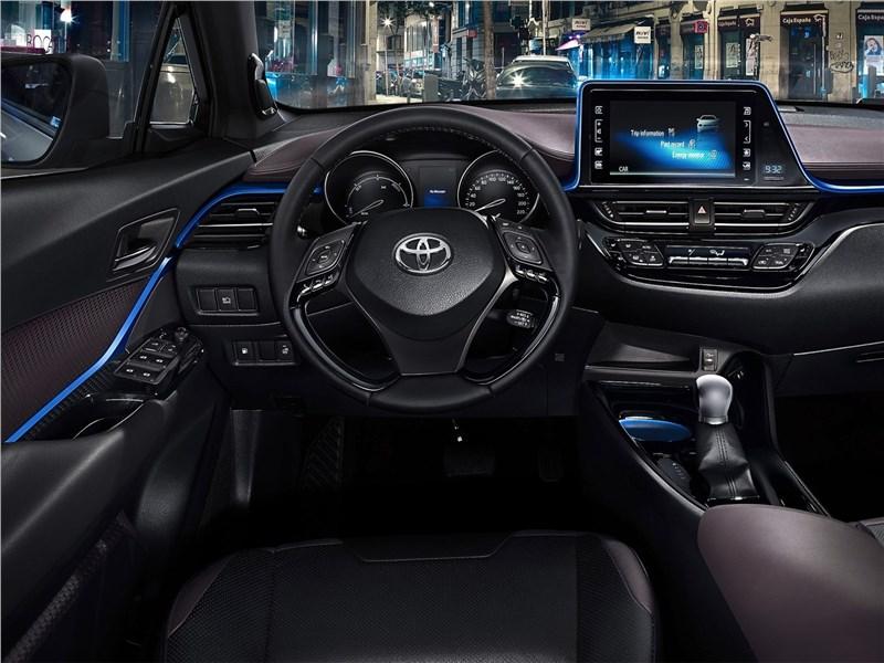 Toyota C-HR 2016 салон