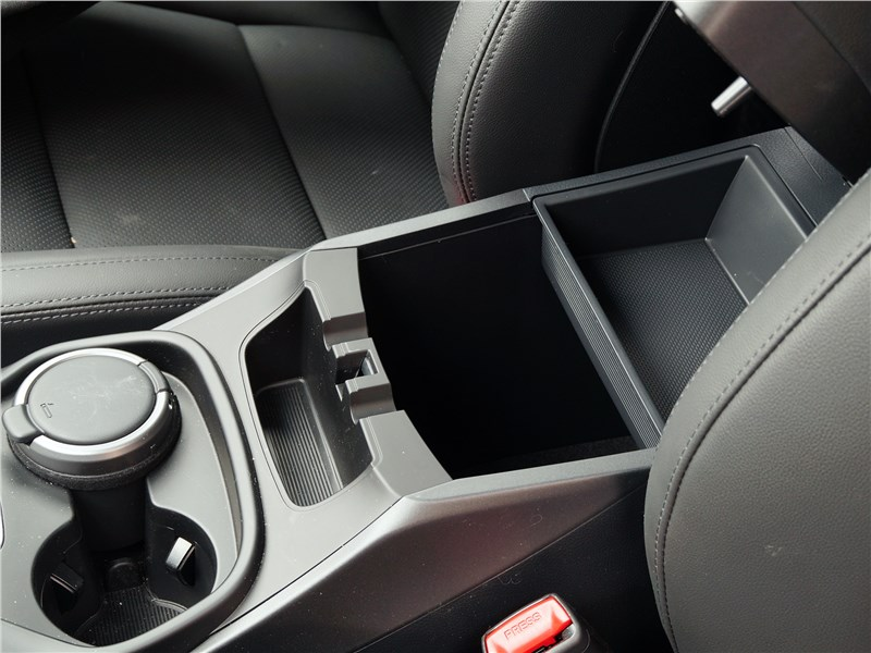 Hyundai Santa Fe 2015 ниша для мелочей