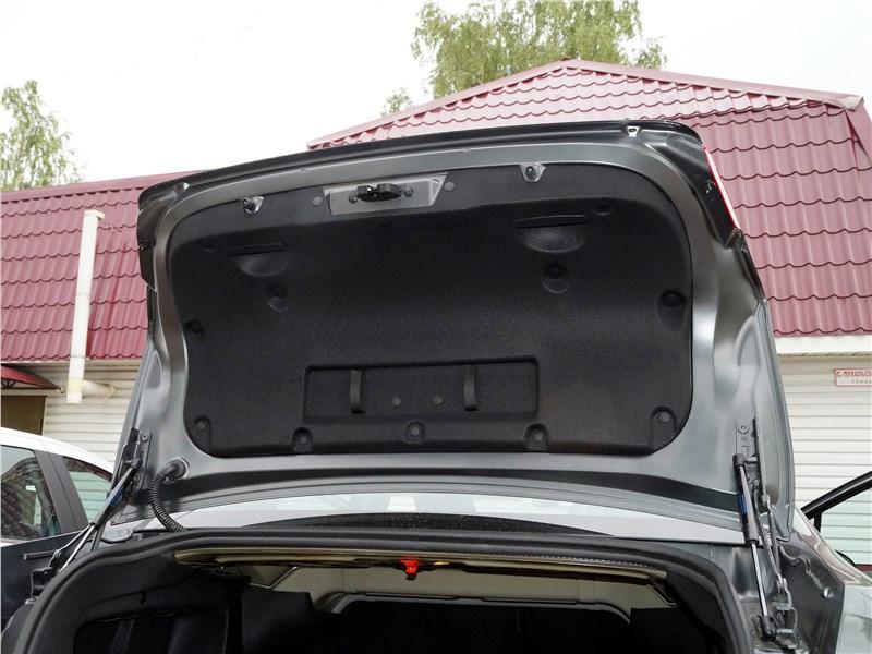Peugeot 408 2017 багажное отделение