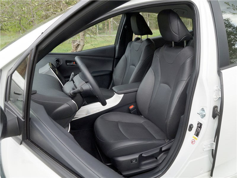 Toyota Prius 2016 передние кресла