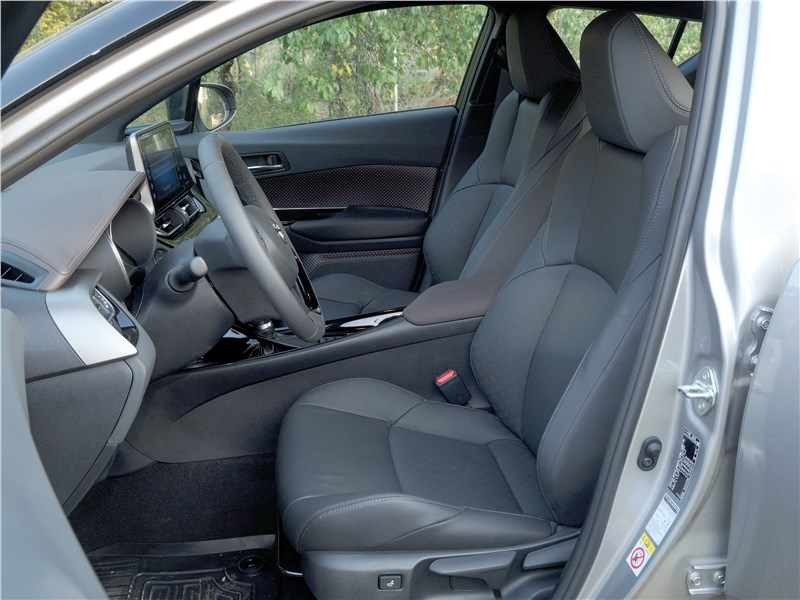 Toyota C-HR 2016 передние кресла