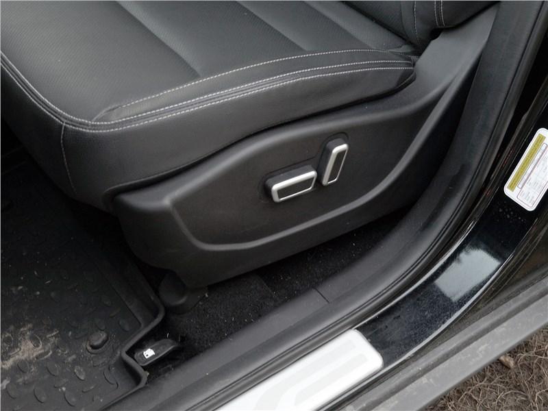 Geely Emgrand X7 2018 передние кресла
