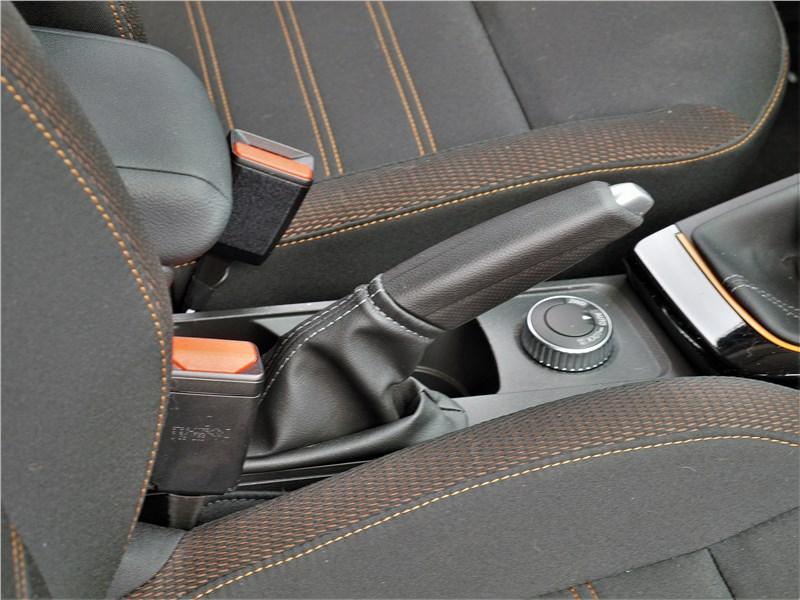 Renault Duster (2021) стояночный тормоз