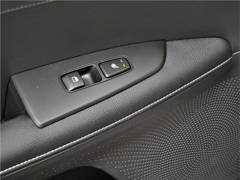Kia Cerato (2022) кнопки на ручке двери