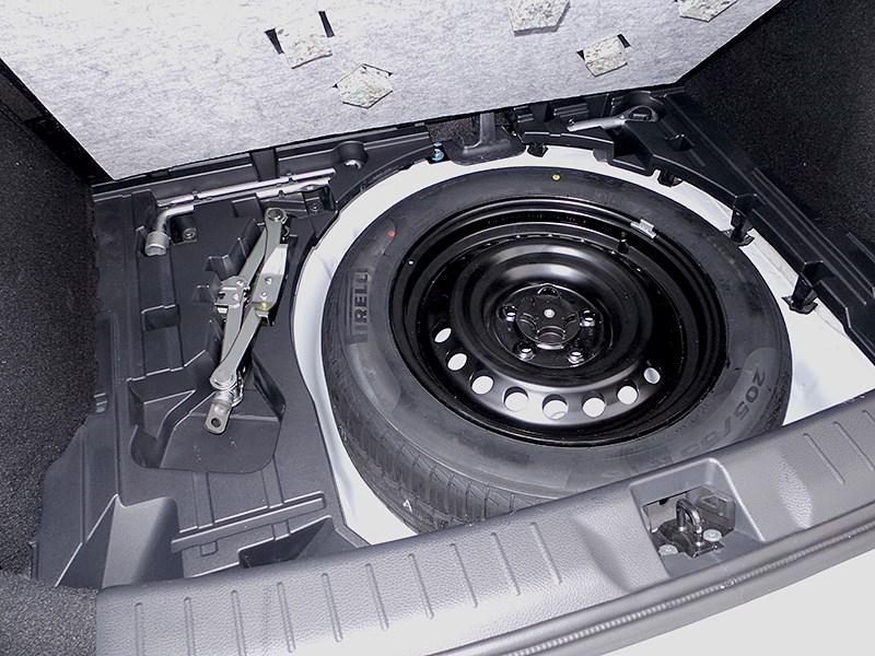 Nissan Tiida 2015 багажное отделение