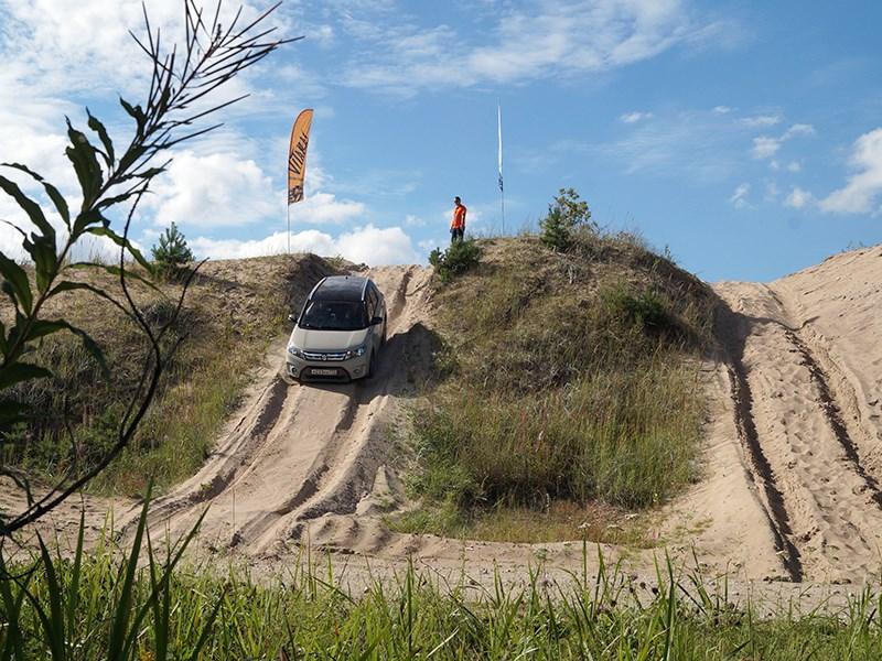 Suzuki Vitara 2015 испытания в песчаном карьере