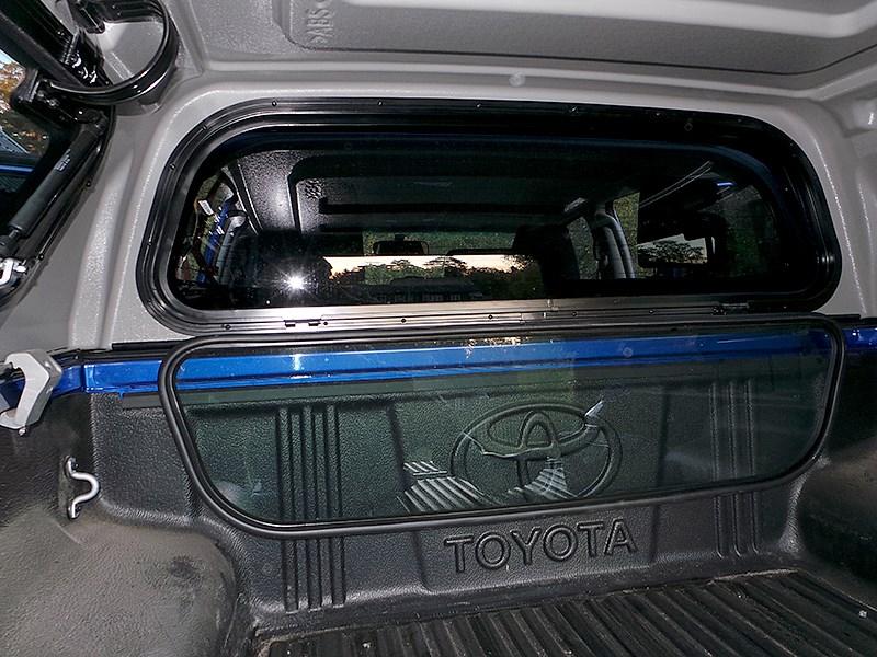 Toyota HiLux 2016 кунг