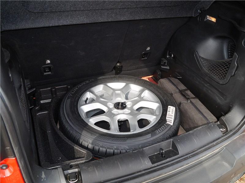 Jeep Renegade 2014 полноразмерная запаска