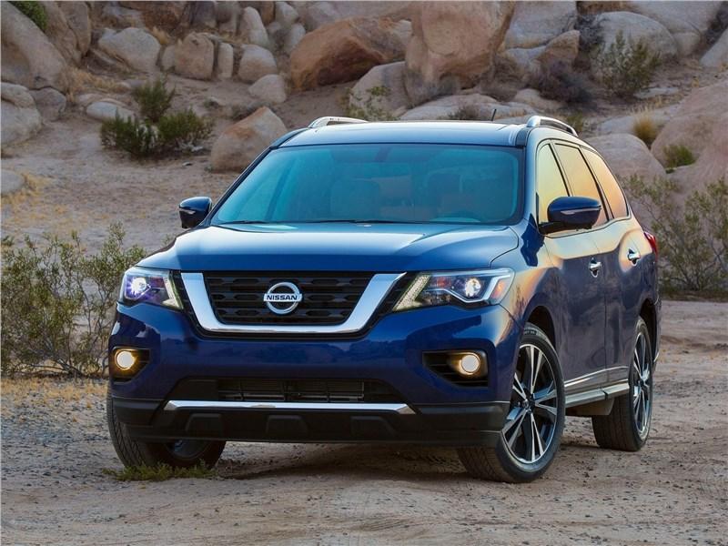 Nissan Pathfinder 2017 вид спереди