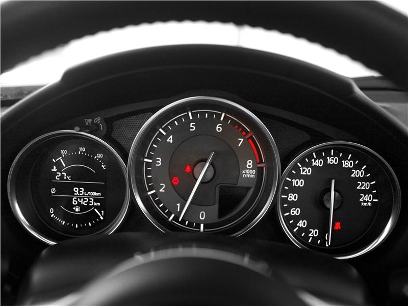 Mazda MX-5 2015 приборная панель