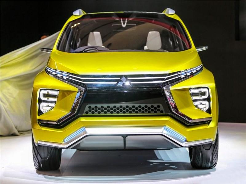 Mitsubishi XM 2016 вид спереди