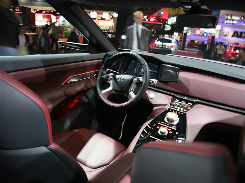 Mitsubishi GT-PHEV concept 2016 водительское место