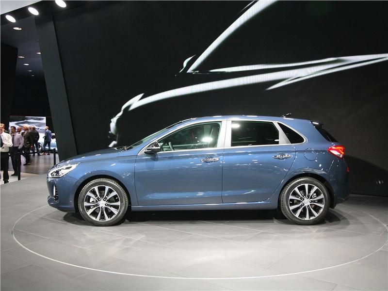 Hyundai i30 2017 вид сбоку