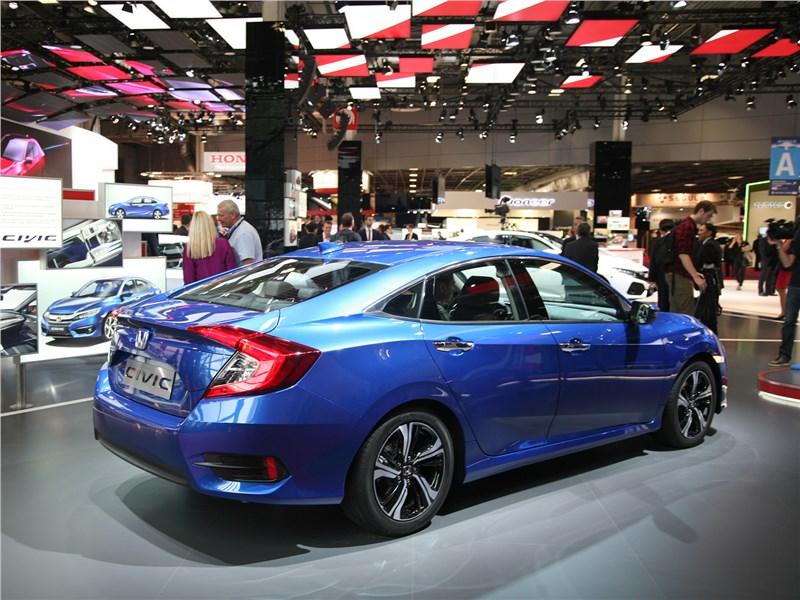 Honda Civic 2017 вид сзади