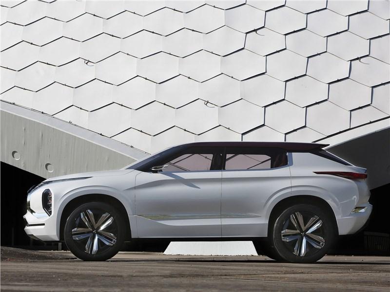 Mitsubishi GT-PHEV concept 2016 вид сбоку