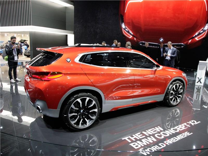 BMW X2 concept 2016 вид сбоку сзади