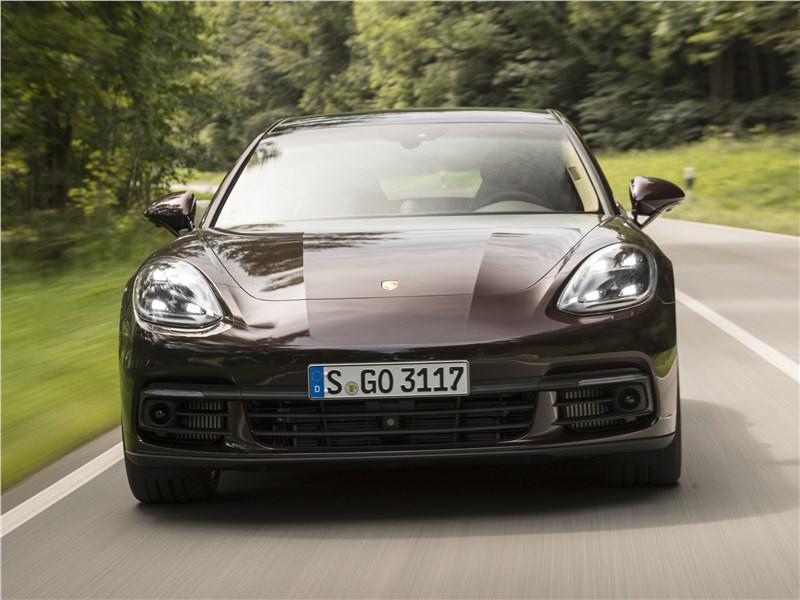 Porsche Panamera 4S 2017 вид спереди