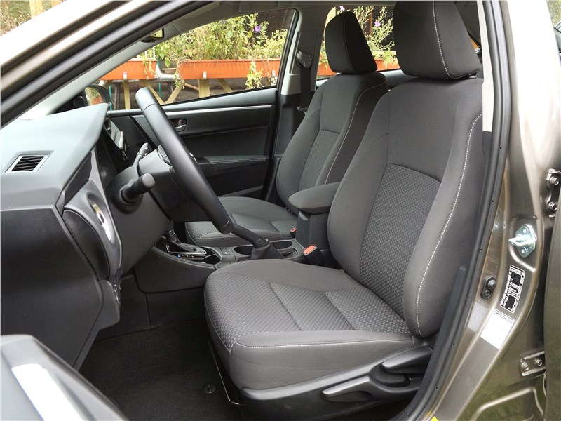 Toyota Corolla 2017 передние кресла