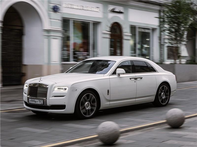Rolls-Royce Ghost 2015 вид спереди