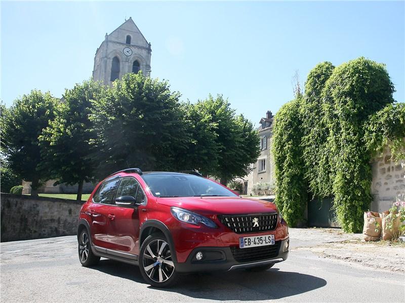 Peugeot 2008 2017 вид спереди