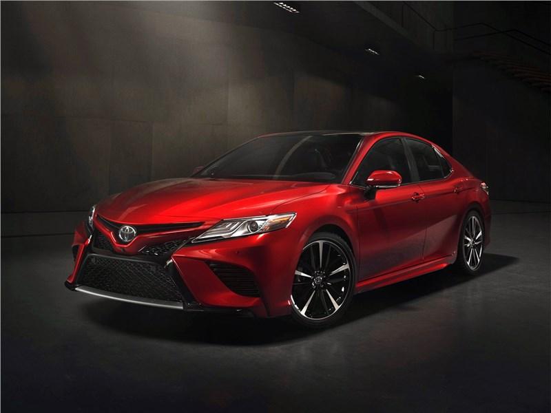 Toyota Camry 2018 вид спереди