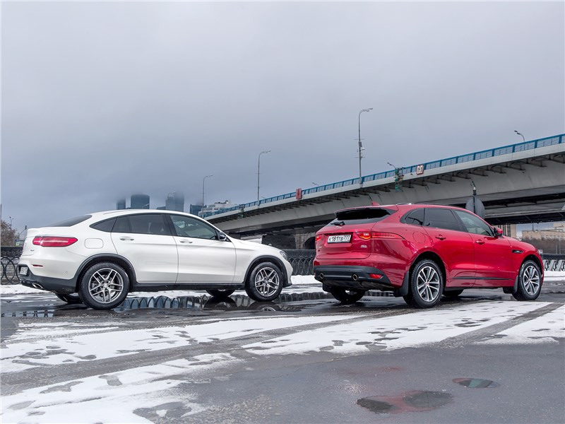 Mercedes-Benz GLC 250 Coupe и Jaguar F-Pace 3.0 вид сзади
