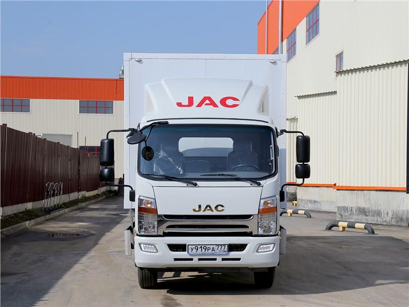 JAC N-120 2016 вид спереди