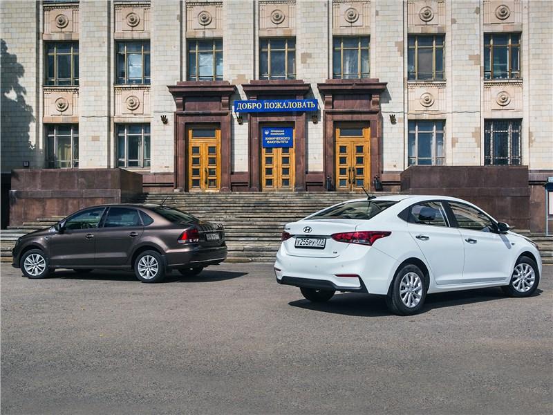 Hyundai Solaris 2017 и Volkswagen Polo Sedan 2016 вид сзади