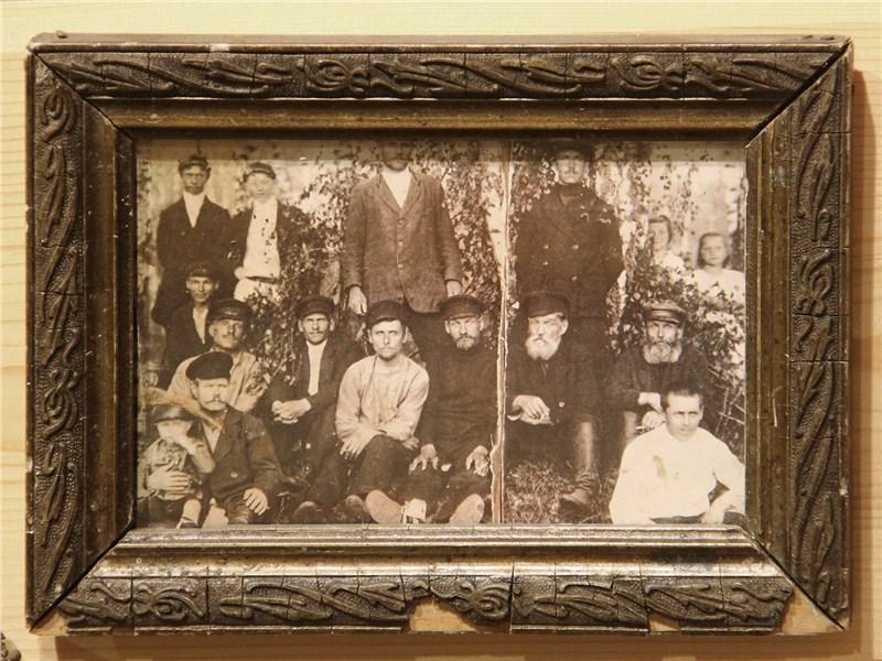 В Жостово чтят память семьи Вешняковых, основателей «подносного» промысла