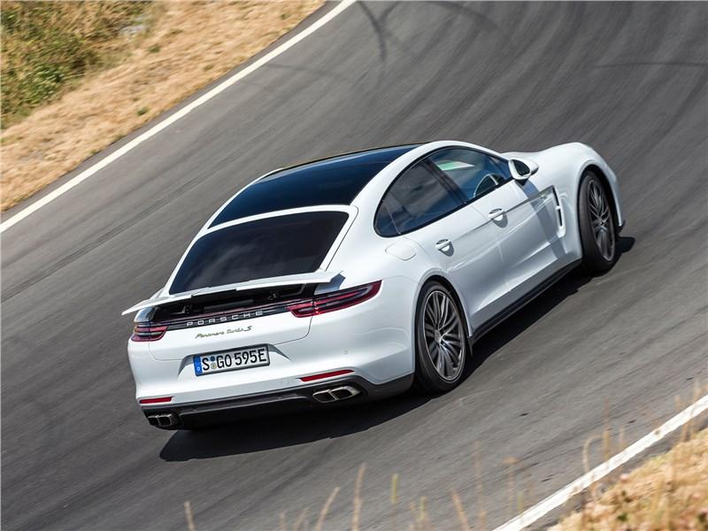 Porsche Panamera Turbo S E-Hybrid 2018 вид сзади