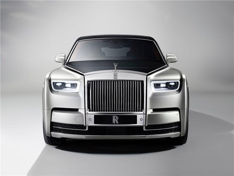 Rolls-Royce Phantom 2018 вид спереди