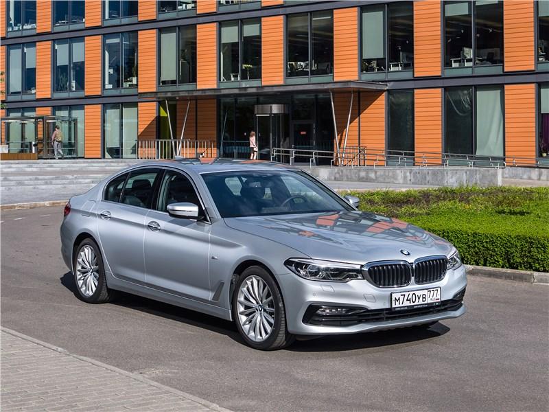 BMW 520d xDrive 2017 вид спереди