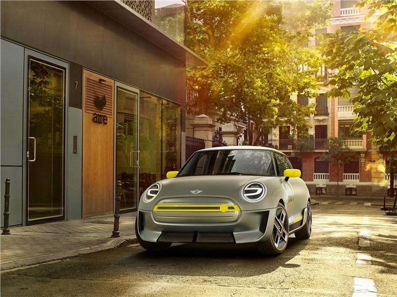 Mini Electric Concept 2017 вид спереди