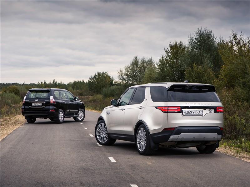 Land Rover Discovery 2017 и Lexus GX вид сзади