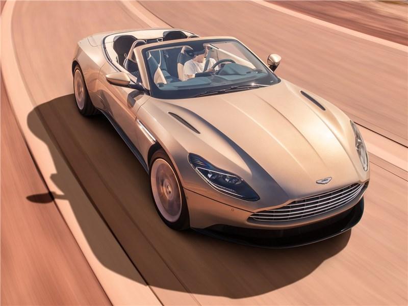 Aston Martin DB11 Volante 2019 вид спереди сверху