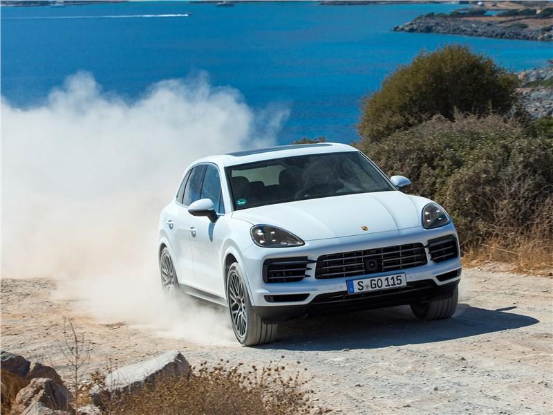 Porsche Cayenne 2018 вид спереди