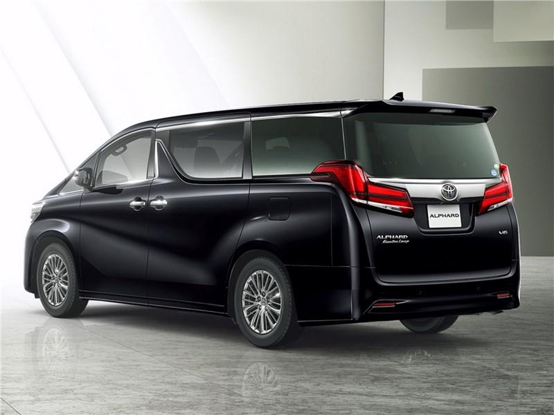Toyota Alphard 2018 вид сзади