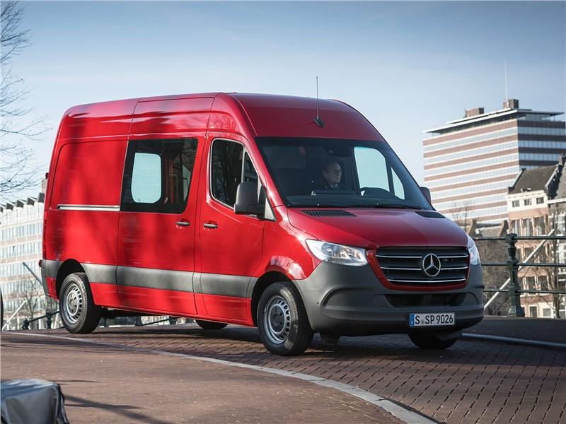 Mercedes-Benz Sprinter 2018 вид спереди сбоку