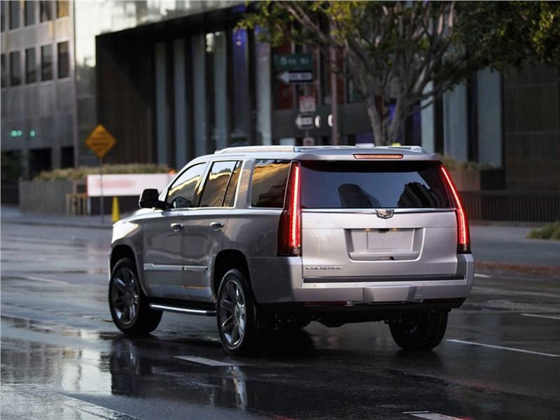 Cadillac Escalade 2015 вид сзади
