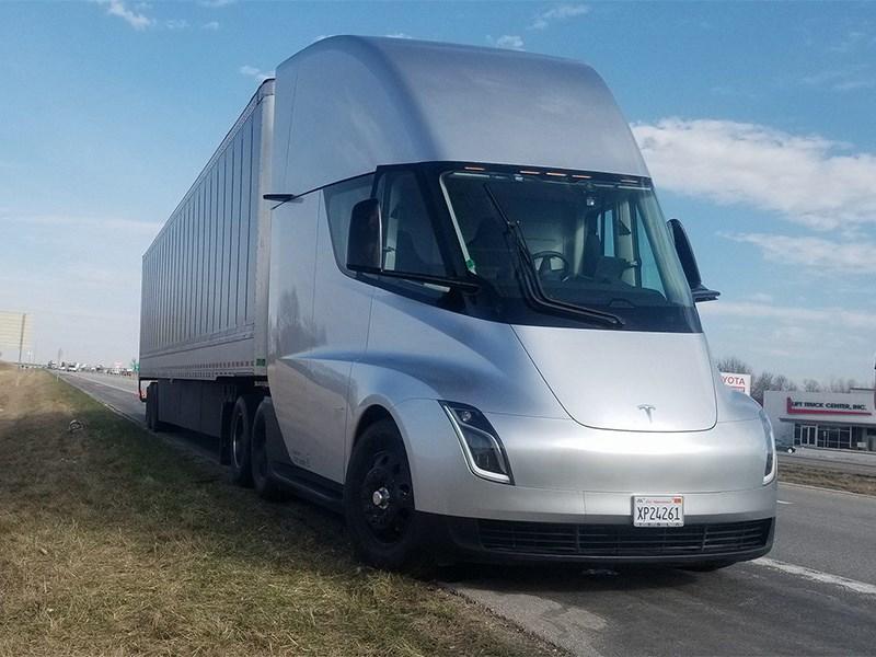 Новое детище Илона Маска — грузовик Tesla отправился в путь Фото Авто Коломна
