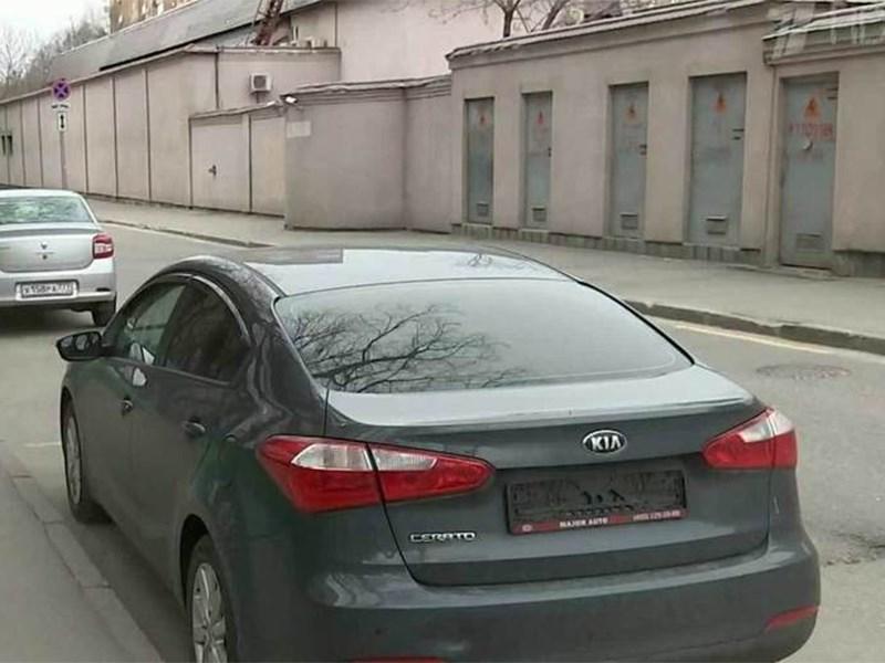 В Москве эвакуируют машины без гос. номеров