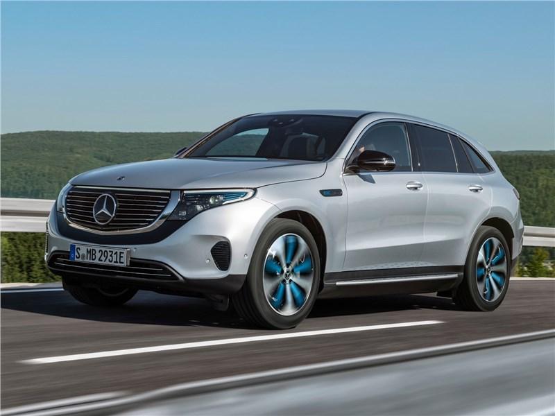 Mercedes-Benz EQC 2020 вид спереди сбоку