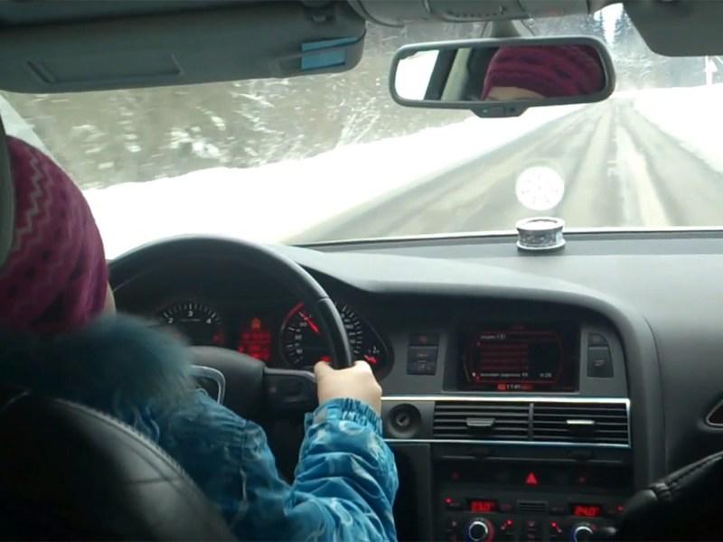 8-летняя девочка ехала по трассе со скоростью 100 км/ч