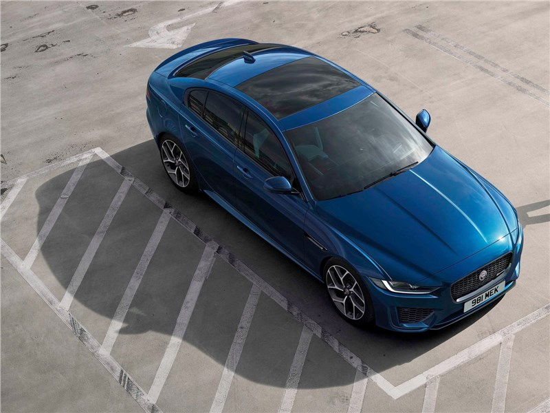 Jaguar XE 2020 вид сверху