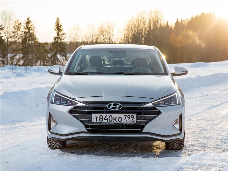 Hyundai Elantra 2019 вид спереди
