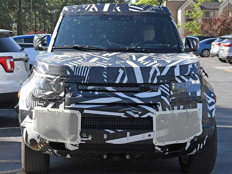 Новый Land Rover Defender получит восьмиместную версию