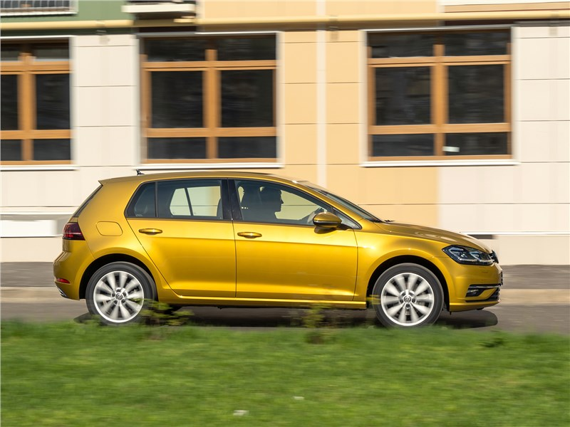 Volkswagen Golf 2017 вид сбоку