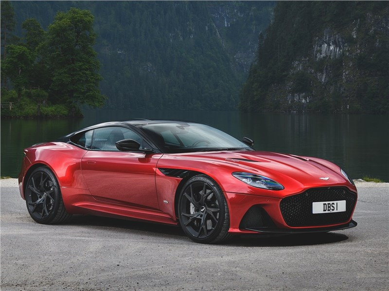 Aston Martin DBS 2019 вид спереди