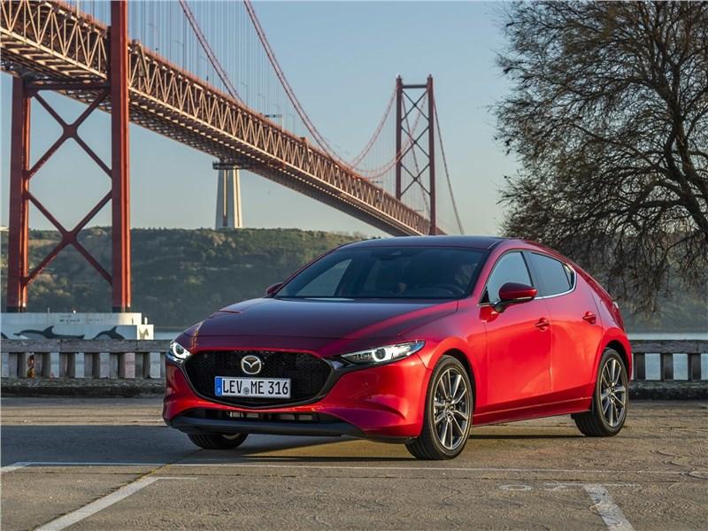 Mazda 3 2019 вид спереди